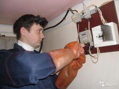 кто должен менять электросчетчик в частном доме