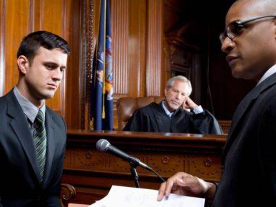 кто присутствует на суде