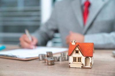 при продаже квартиры кто оплачивает услуги нотариуса