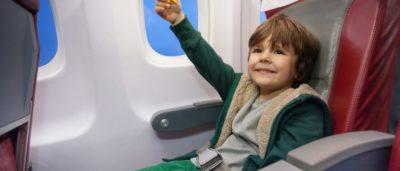 с какого возраста ребенок может летать один