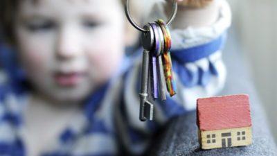 как переоформить квартиру на детей